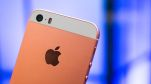 Mặc thiên hạ bàn tán xôn xao về iPhone 7 đỏ rực, chuyên gia cho rằng iPhone SE mới là smartphone đáng mua