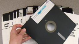 Trước khi tiến hóa và hoành hành với WannaCry, mã độc tống tiền từng lây lan dưới dạng đĩa mềm khảo sát về AIDS