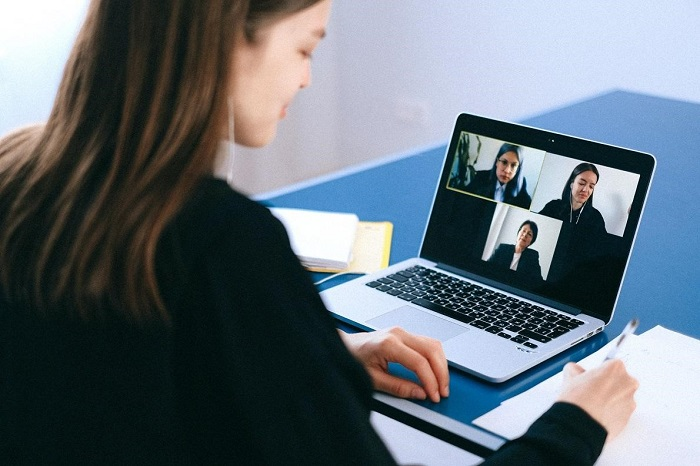 Tìm lại cân bằng sau những cuộc họp online