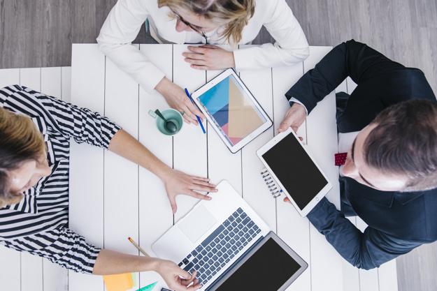 Làm gì khi đồng nghiệp thân thiết trở thành cấp trên? 2019050913
