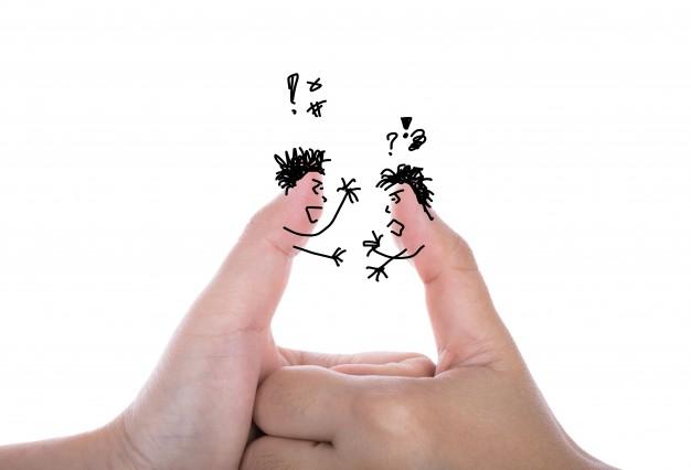 """5 điều sẽ khiến bạn lọt vào """"sổ đen"""" tuyển dụng Two-businessman-finger-have-argument-isolated-white_1232-2045"""