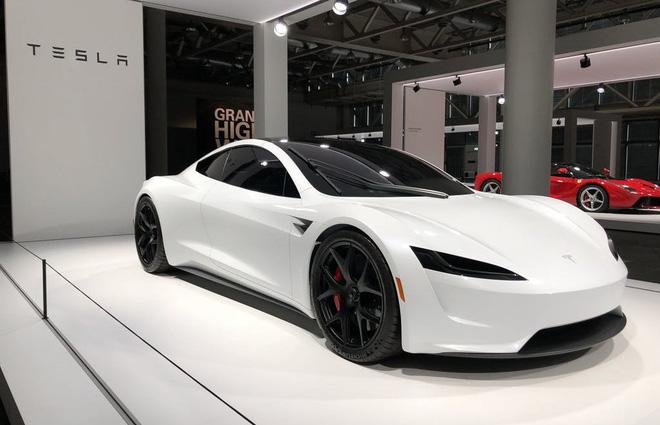 Elon Musk: Tesla sắp ra mẫu xe có thể đi 643km mỗi lần sạc, tính năng tự lái hoàn toàn sẽ trình làng trong năm 2020 - Ảnh 1.