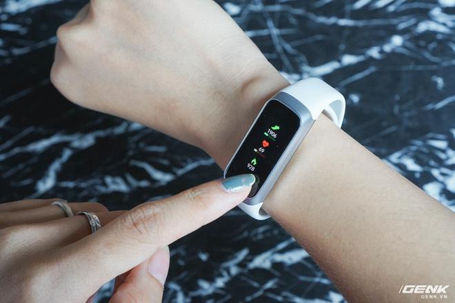 Galaxy Fit vs. Inspire HR: Lựa chọn smartband nào cho tầm giá 2,5 triệu đồng? - Ảnh 7.