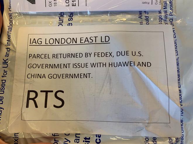 Điện thoại Huawei bị hãng vận chuyển nổi tiếng từ chối ship sang Mỹ - Ảnh 1.