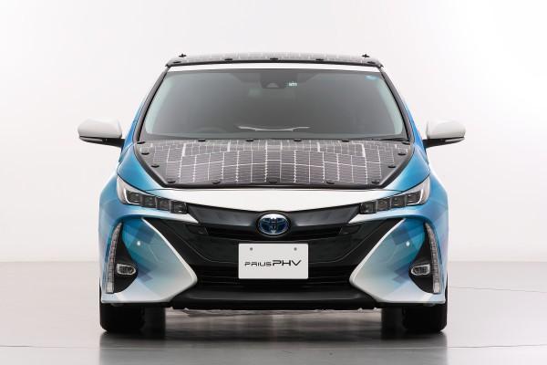 Toyota thử nghiệm hệ thống pin năng lượng mặt trời cải tiến, sạc xe điện trong khi đang chạy, hiệu suất cao hơn nhiều hiện tại - Ảnh 1.