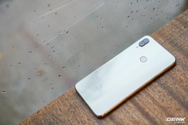 Trên tay Xiaomi Redmi Note 7 màu Trắng Ánh Trăng: viền mạ copy thiết kế iPhone, giá 4,99 triệu đồng - Ảnh 18.