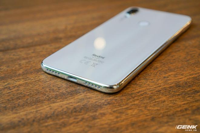 Trên tay Xiaomi Redmi Note 7 màu Trắng Ánh Trăng: viền mạ copy thiết kế iPhone, giá 4,99 triệu đồng - Ảnh 6.