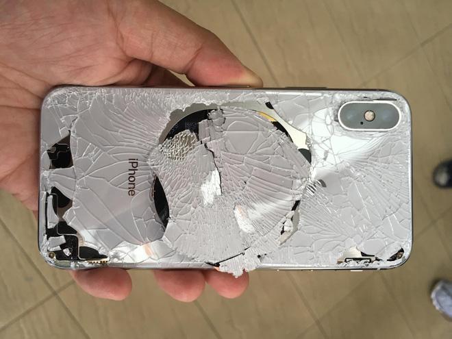 Tin vui: Chi phí thay mặt lưng kính bị vỡ của iPhone 11 sẽ rẻ hơn đáng kể nhờ thiết bị đặc biệt dùng tia laser này - Ảnh 2.