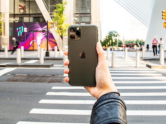 Với iPhone 11 Pro Max, Apple lần đầu tiên đánh bại Samsung trên bảng xếp hạng smartphone tốt nhất thế giới - Ảnh 1.