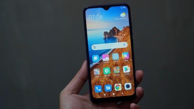 Thế Giới Di Động độc quyền smartphone pin khủng 5,000mAh, sạc nhanh, giá chỉ từ 2,99 triệu đồng - Ảnh 1.