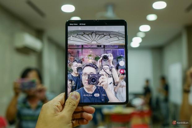 Khác biệt hoàn toàn với các đối thủ, Samsung Galaxy Fold thực sự là smartphone cao cấp nhất thị trường Việt Nam - Ảnh 3.
