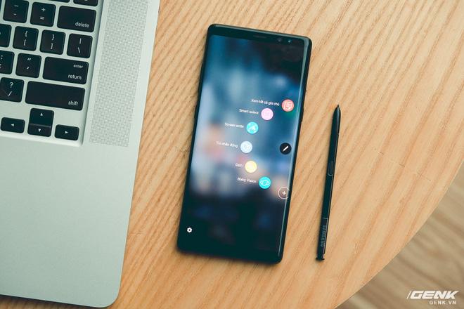 Cùng 1000 USD, cùng 2 năm tuổi, nhưng Galaxy Note 8 đã bị Samsung bỏ rơi còn iPhone X vẫn được cập nhật iOS mới nhất - Ảnh 2.