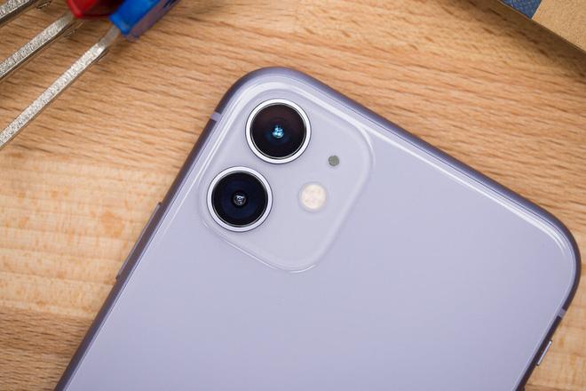 iPhone 11 vượt mặt iPhone XR để trở thành smartphone bán chạy nhất toàn cầu - Ảnh 1.