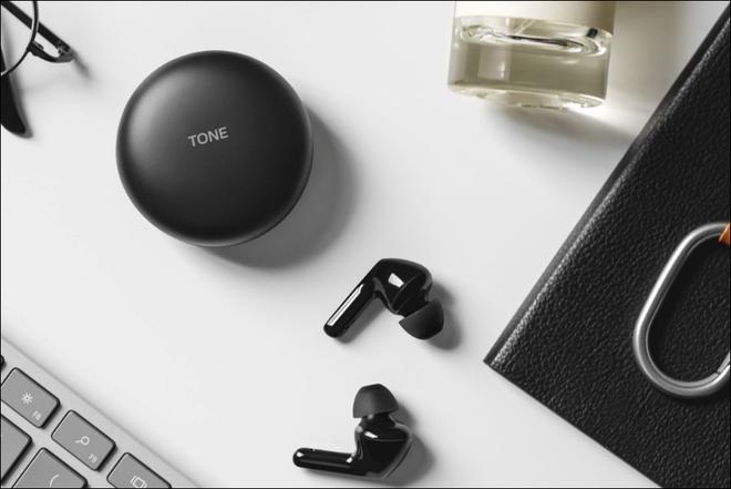 LG ra mắt tai nghe True Wireless với case sạc tự khử trùng, pin 18 tiếng, bán ra vào tháng 7 - Ảnh 2.