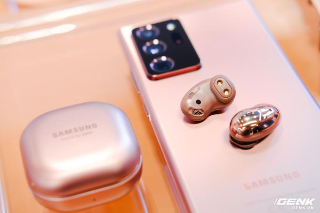 Trên tay đồng hồ Samsung Galaxy Watch 3 và tai nghe không dây chống ồn hạt đậu Galaxy Buds Live - Ảnh 8.