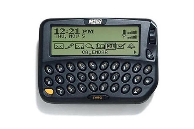 Cùng nhìn lại những chiếc điện thoại BlackBerry tốt nhất đã thay đổi cả thế giới - Ảnh 1.