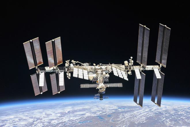 NASA chưa tìm được lỗ hổng gây rò rỉ không khí trên ISS, sẽ sơ tán phi hành gia về Trái Đất nếu xảy ra trường hợp xấu nhất - Ảnh 1.