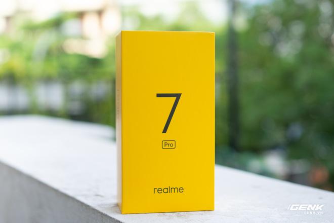 Mở hộp Realme 7 Pro: Smartphone có sạc nhanh nhất phân khúc tầm trung - Ảnh 1.