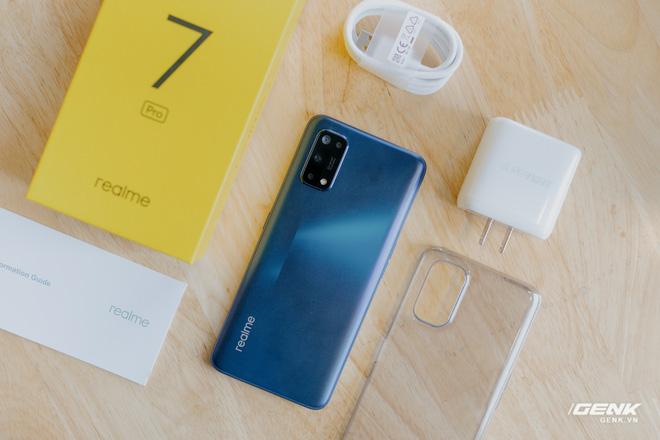 Mở hộp Realme 7 Pro: Smartphone có sạc nhanh nhất phân khúc tầm trung - Ảnh 2.