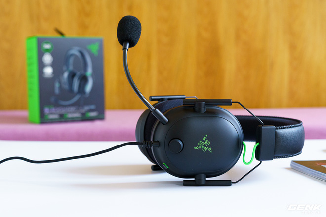 Mở hộp và trải nghiệm nhanh bộ đôi tai nghe Razer BlackShark V2 series: Có cả soundcard đi kèm, driver TriForce Titanium 50mm, dáng vẻ hơi đô con nên không tiện mang đi muôn nơi - Ảnh 5.