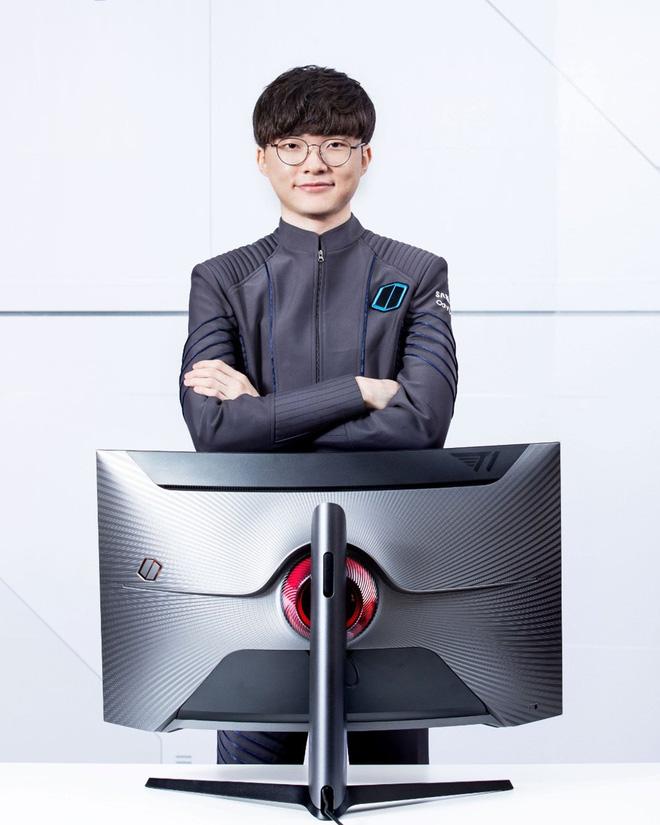 Samsung ra mắt màn hình gaming dành cho fan của Faker, giá từ 17 triệu đồng - Ảnh 3.