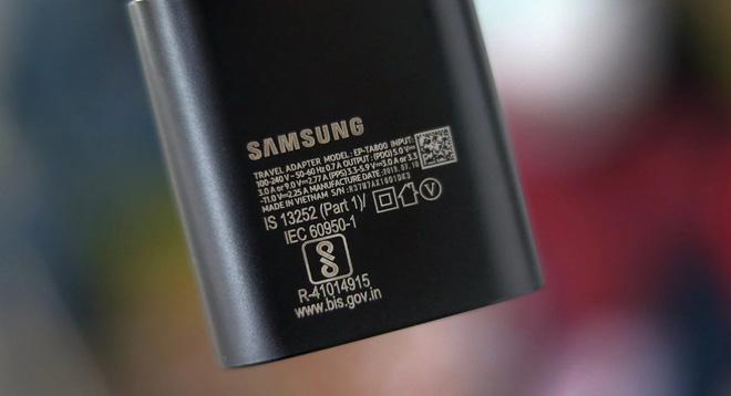 Bây giờ chưa phải là lúc Samsung giảm giá thành bằng cách bỏ đi cục sạc tặng kèm hộp máy Galaxy - Ảnh 2.