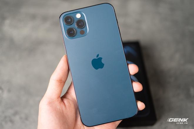 So sánh 2 màu đẹp nhất trên iPhone 12 Pro: Đen Graphite và Xanh Pacific - Ảnh 1.