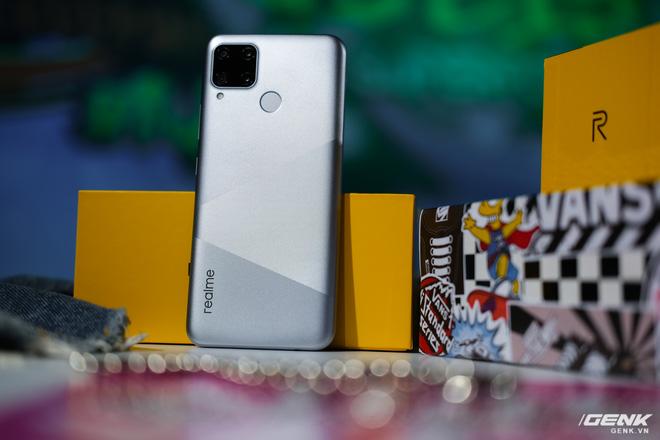Trên tay Realme C15 tại Việt Nam: Thiết kế giống C12, thêm 1 camera sau, tăng thêm 1GB RAM, chạy Snapdragon 460, giá 4,19 triệu đồng - Ảnh 2.