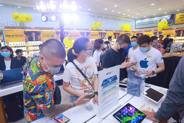 Ngày mở bán iPhone 12 tại Thế Giới Di Động: Đông nghịt khách từ online đến offline - Ảnh 5.