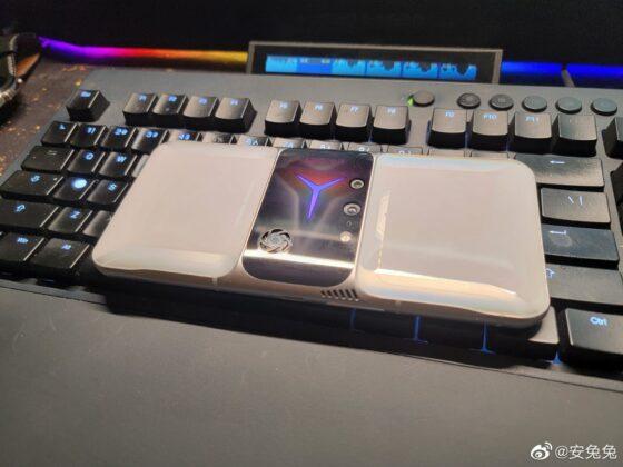 Smartphone chơi game Lenovo Legion 2 Pro lộ ảnh thực tế: Thiết kế khác biệt, quạt tản nhiệt lộ thiên, camera selfie ở cạnh bên - Ảnh 1.
