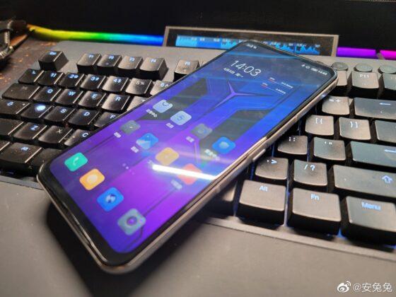Smartphone chơi game Lenovo Legion 2 Pro lộ ảnh thực tế: Thiết kế khác biệt, quạt tản nhiệt lộ thiên, camera selfie ở cạnh bên - Ảnh 2.