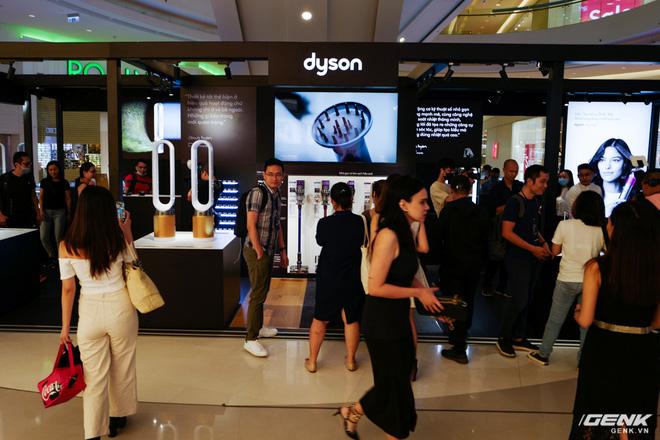 Dyson chính thức đưa sản phẩm về Việt Nam, người dùng có thể đến trải nghiệm trực tiếp tại Demo Zone ở Crescent Mall - Ảnh 1.
