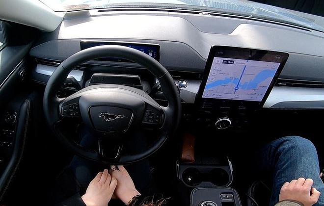 CEO Ford chỉ trích Tesla cho khách hàng dùng sản phẩm dở dang - Ảnh 1.