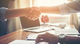 Nên đàm phán tăng lương với sếp hay quản lý nhân sự?