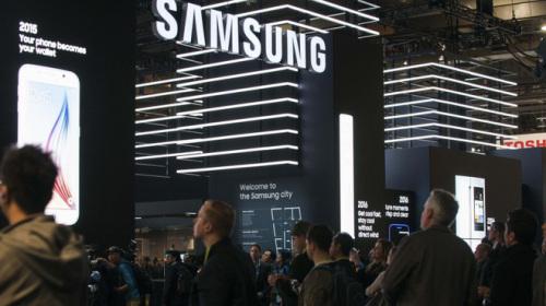 Hóa ra Samsung đã mở riêng một cuộc họp VIP trình diễn smartphone uốn cong tại CES 2018