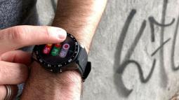 Chiếc smartwatch này sẽ giúp bạn nói được 9 loại ngôn ngữ khác nhau