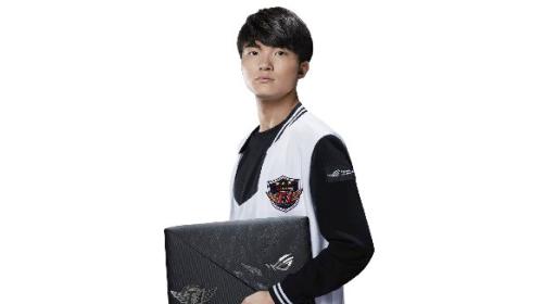 Laptop ASUS ROG Strix SKT T1 Hero Edition có giá gần 40 triệu đồng