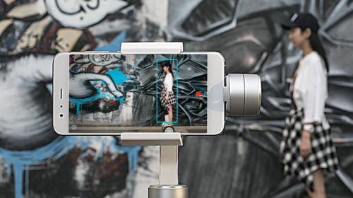 Xiaomi ra mắt gậy chống rung Mijia Smartphone Gimbal, pin 5.000 mAh, giá chưa tới 100 USD