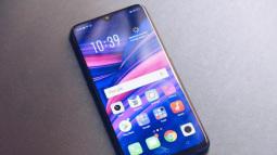 Cùng nhìn lại lịch sử màn hình smartphone tầm trung để thấy màn hình giọt nước trên Oppo F9 ưu việt thế nào