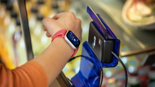 Ở Mỹ, sinh viên đã có thể dùng iPhone và Apple Watch thay cho thẻ sinh viên