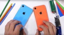 """""""Tra tấn"""" iPhone XR, độ bền tương đương với iPhone Xs"""