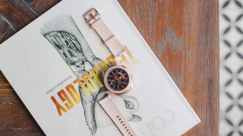 Cận cảnh đồng hồ Samsung Galaxy Watch chính thức tại Việt Nam: kiểu dáng thanh lịch, màu sắc thời trang giá 7 triệu đồng