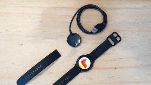 Trên tay đồng hồ Galaxy Watch Active giá 5,5 triệu đồng: đơn giản nhưng không kém phần sang trọng, thiết kế nhỏ gọn hợp với cổ tay người Á Đông