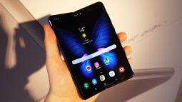 Mổ bụng Samsung Galaxy Fold để xem màn hình gập mỏng manh đến mức nào