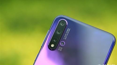 Cận cảnh Huawei Nova 5 Pro vừa ra mắt: Mặt lưng gradient 3D ấn tượng, cảm biến vân tay trong màn hình