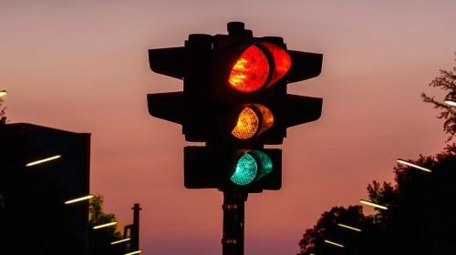 Một hệ thống thay thế đèn giao thông sắp được thử nghiệm, hứa hẹn tiết kiệm 20% thời gian lưu thông