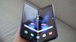 Sau bao ngày chờ đợi, smartphone màn hình gập Samsung Galaxy Fold đã chính thức ra mắt