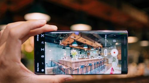 """Danh hiệu đứng đầu phân khúc """"smartphone dành cho pro"""" năm 2019 khó thoát khỏi tay Samsung?"""