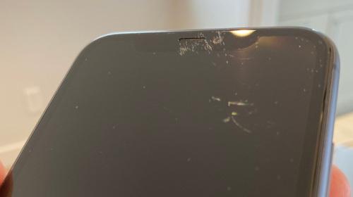 """Màn hình iPhone 11 với """"kính cường lực cứng nhất thế giới"""" bị trầy xước tơi tả chỉ sau một tuần sử dụng"""