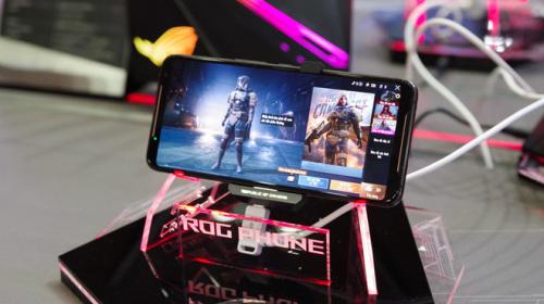 ASUS ROG Phone 2 công bố giá chính hãng 22 triệu, trong khi hàng xách tay chỉ đang ở ngưỡng 12 triệu đồng và bán ra từ nhiều tháng trước